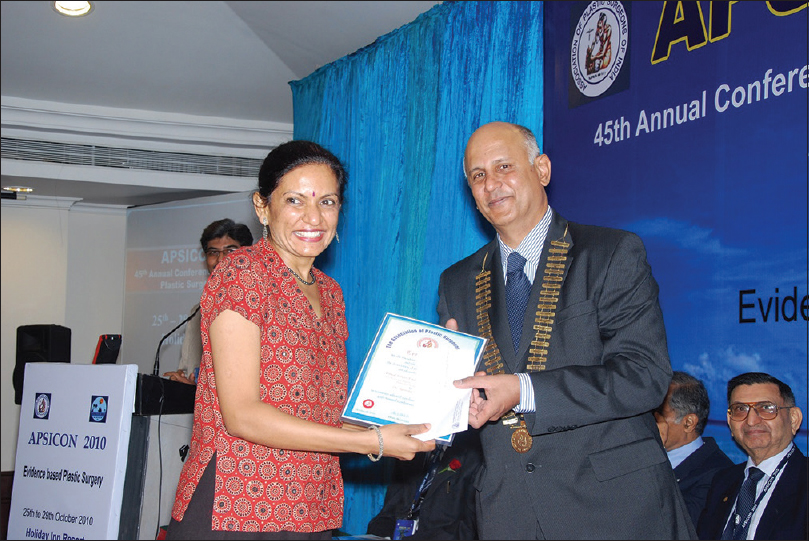 Figure 3: Jyotsna receiving award from Dr Mukund Thatte